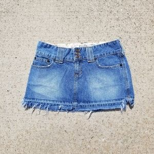 Abercrombie & Fitch 》 Frayed Mini Skirt